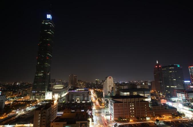 2015地球一小時,台北市與世界同步關燈。帶給市民全 不同以往的信義區