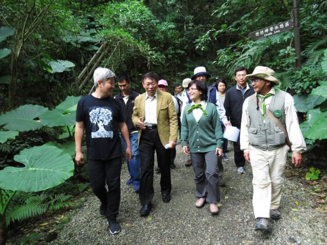 荒野保護協會日前呼籲臺北市長候選人正視此一問題,柯文哲得知後,表達關心之意,特別前往富陽公園了解臺北當前公園問題,並提出解決方案。